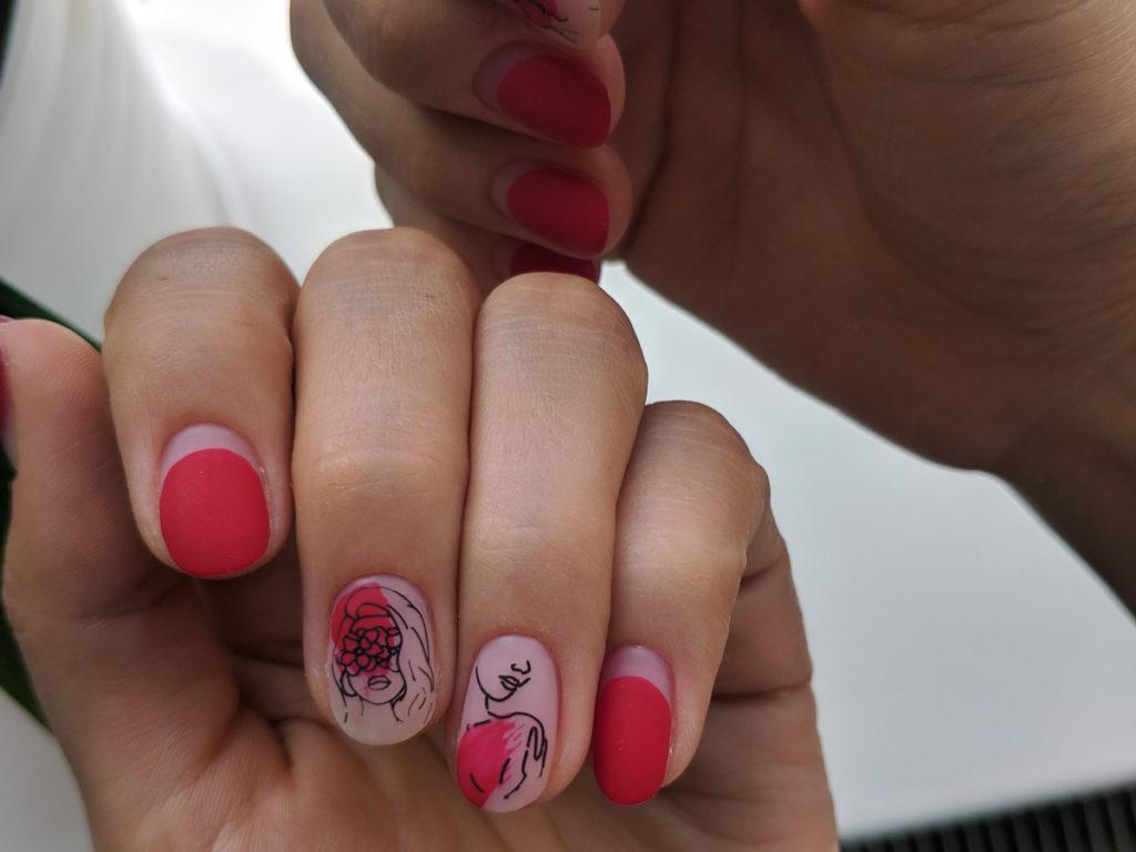 Цветной маникюр на коротких ногтях